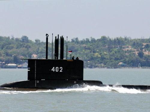 Crece preocupación en Indonesia: rescatistas redoblan esfuerzos para encontrar submarino perdido
