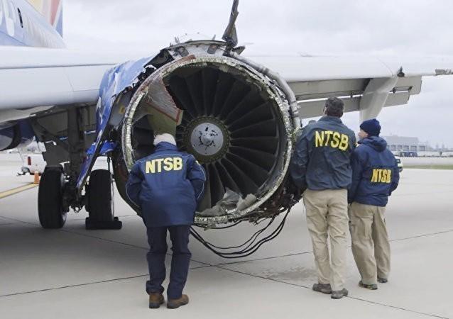 La piloto describió calmadamente  la emergencia que estaba ocurriendo a más de 30.000 pies de altura