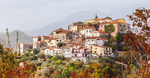 Este pueblo de Italia le ofrece dinero a quienes quieran irse a vivir allí
