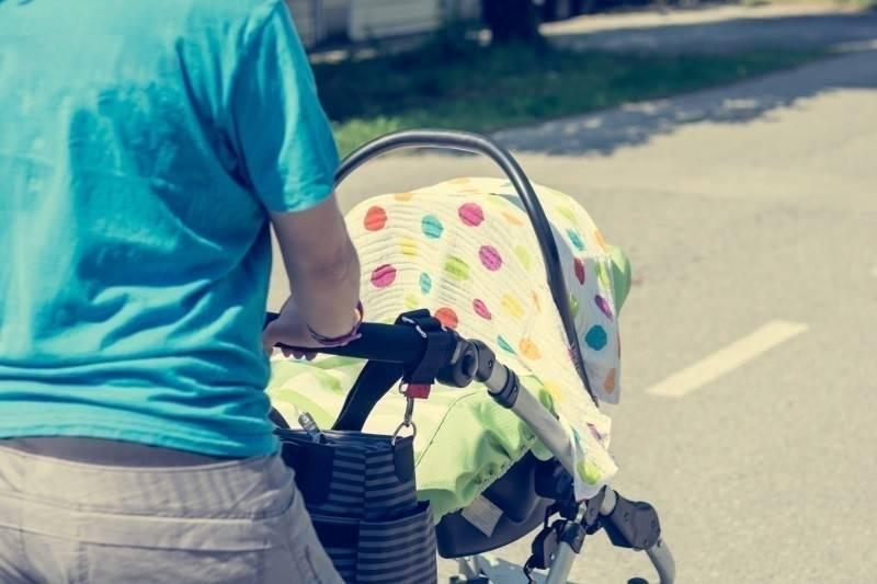 ¿Por qué nunca debemos cubrir la carriola de un bebé con una cobija?