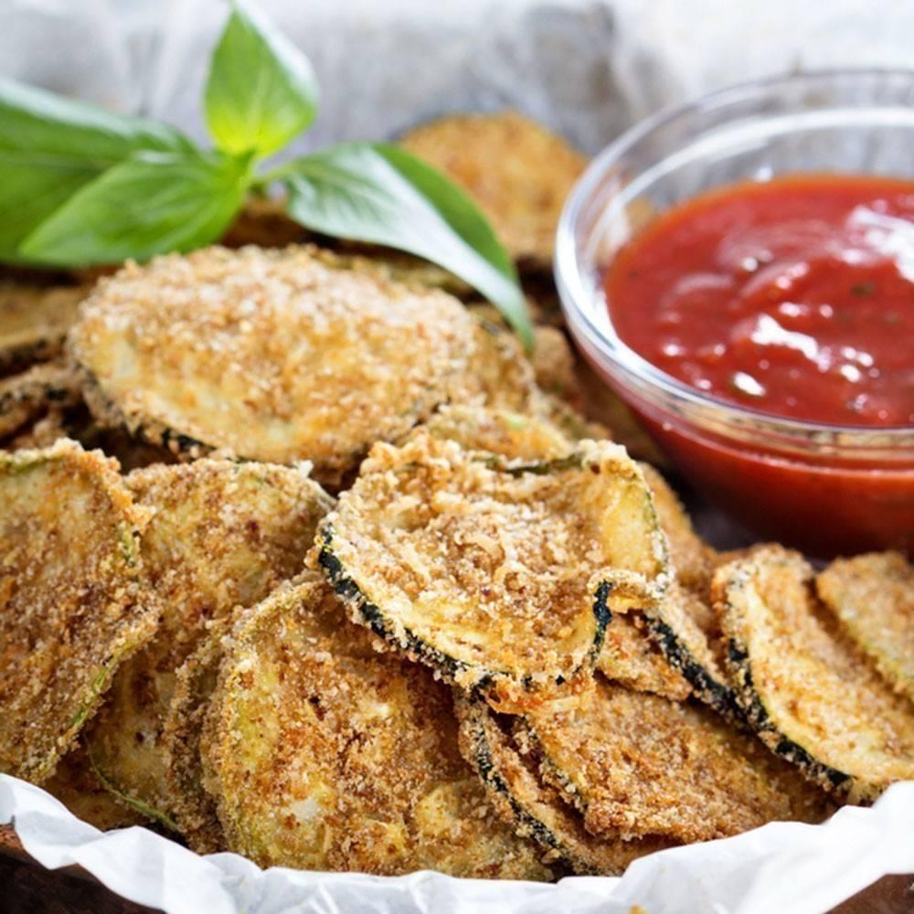 Crujientes y deliciosos chips de zucchini al parmesano
