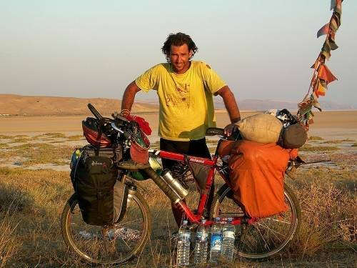 Un argentino lleva casi 100 países recorridos, ¡en bicicleta!