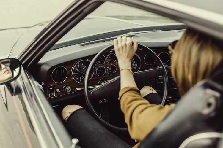 Conducir: un hábito que también te lleva a estar sentado y aumenta el sendentarismo