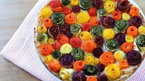 Tarta de vegetales que parecen rosas