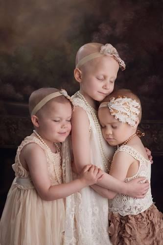 Estas niñas sobrevivieron al cáncer y recrearon una conmovedora foto viral