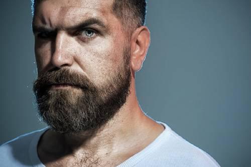 """El anuncio de Gillette sobre la """"masculinidad tóxica"""" que causa controversia mun"""