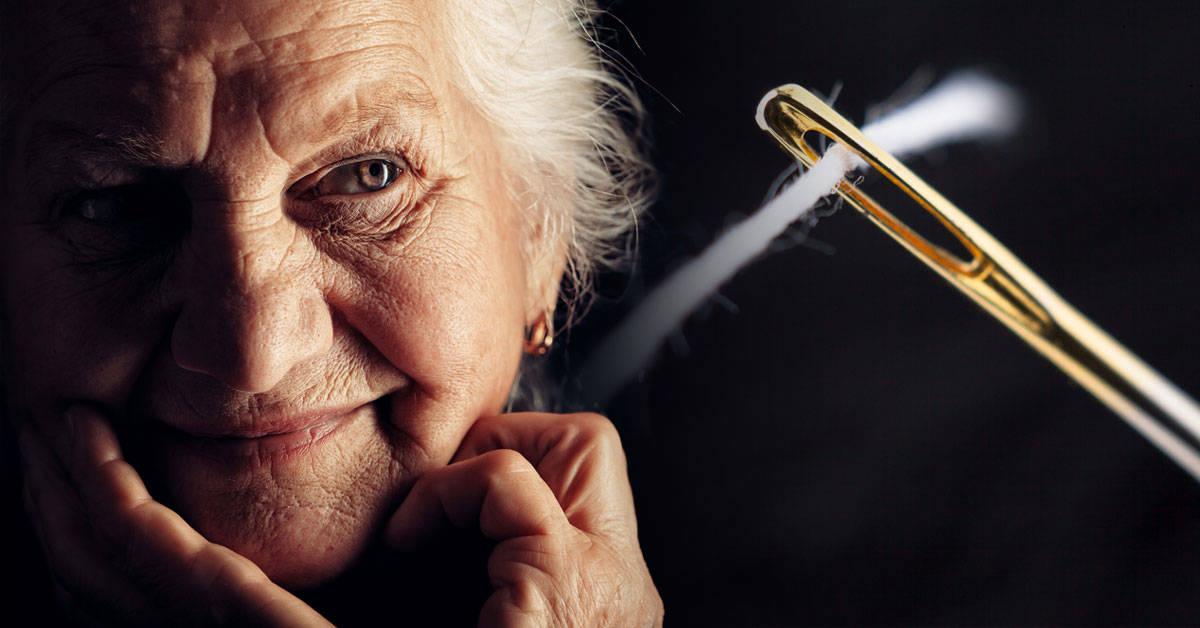 La fábula de la anciana y la aguja que te hará reflexionar sobre la felicidad en tu vida