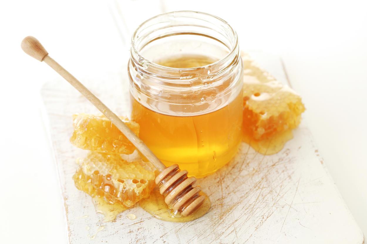 Los 10 usos y beneficios de la miel que quizás aún no conocías