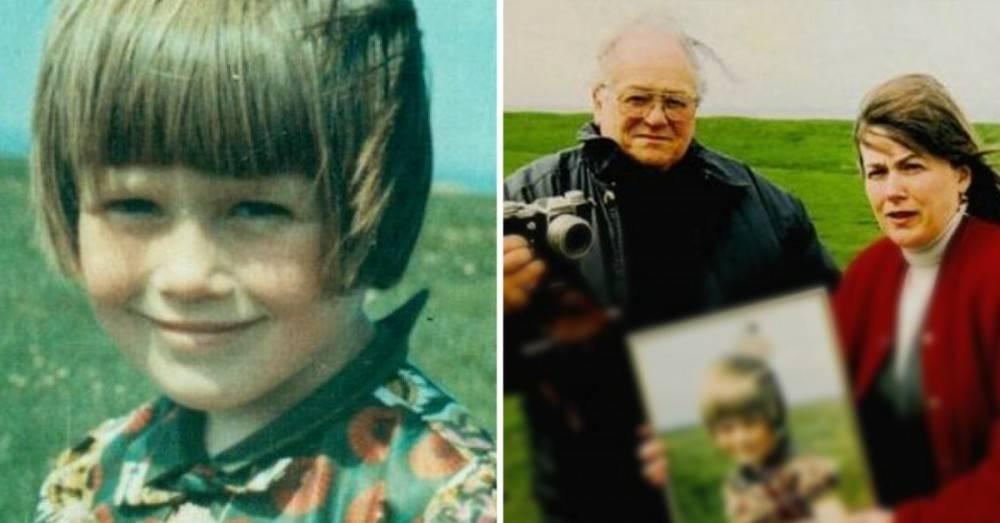 El misterio del astronauta que apareció inexplicablemente en una foto familia..