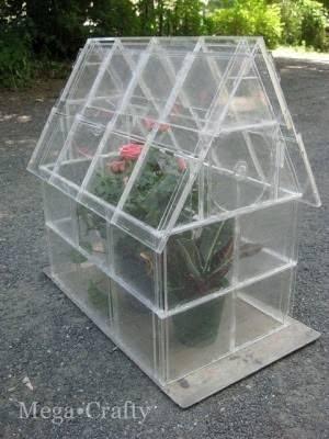 Cómo construir un invernadero con cajas de CD