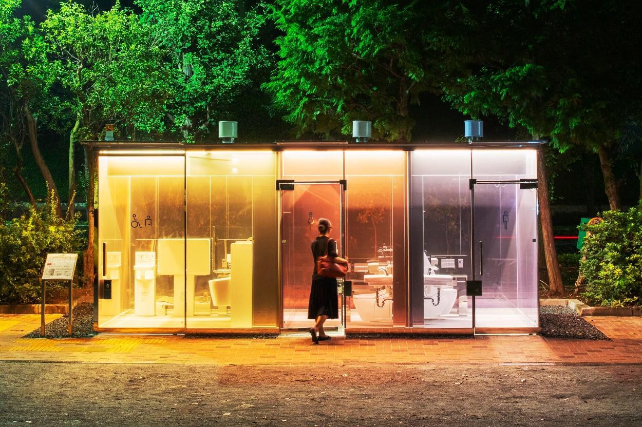 La ciudad de Tokio inaugura baños públicos transparentes