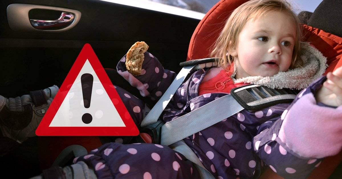 ¿Por qué es peligroso sentar a los niños con su abrigo en la sillita del coche?