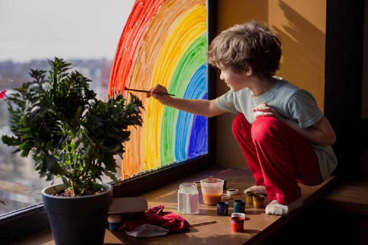 niño creatividad pintar