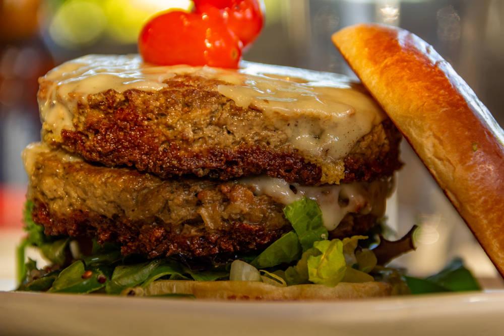 ¿Qué es la hamburguesa imposible y qué tan saludable es?