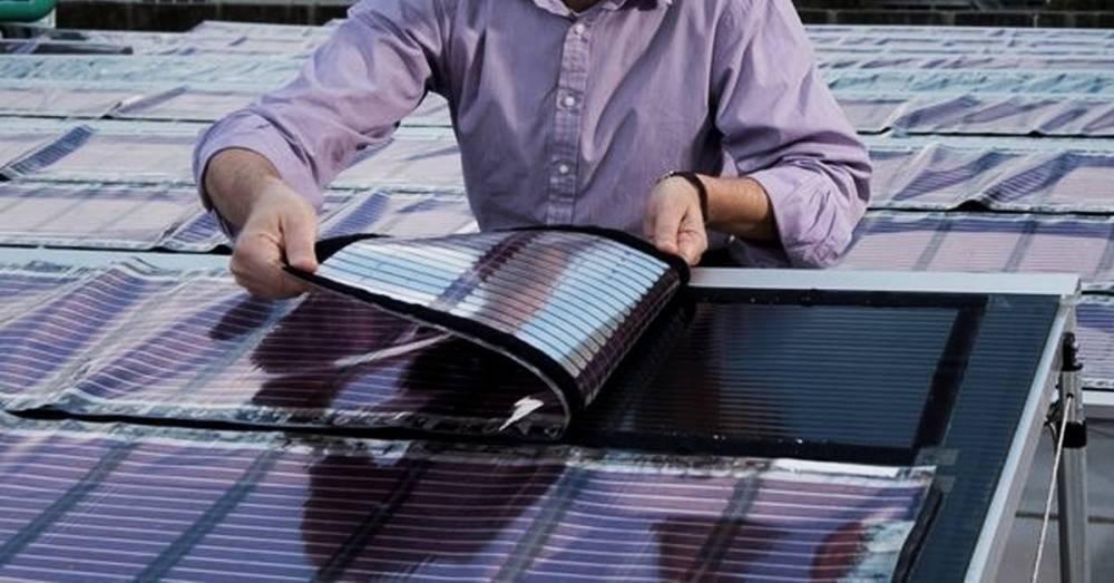 Científicos crean paneles solares baratos y reutilizando plástico
