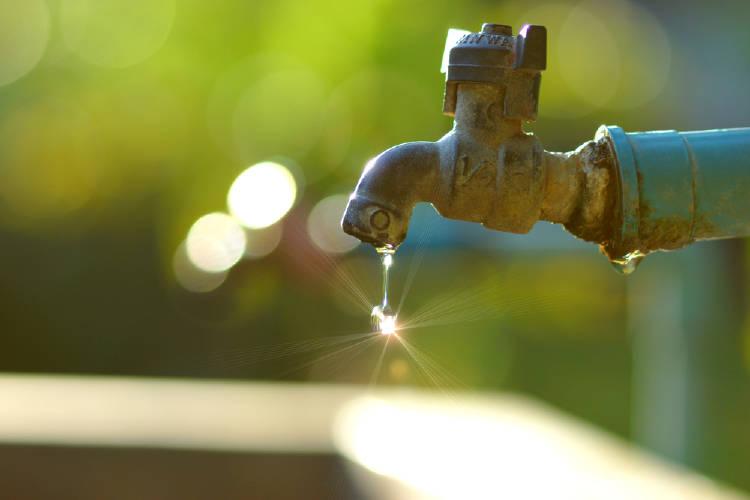 Un grifo que pierde agua