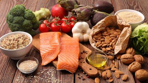 Comida saludable nueces salmón