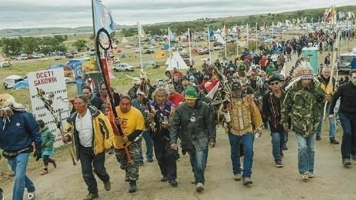 Ésta es la causa que unió como nunca antes en la historia a los indios nativ..