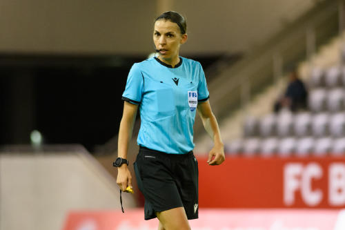 Stéphanie Frappart, la primera árbitra en dirigir un partido de Champions League