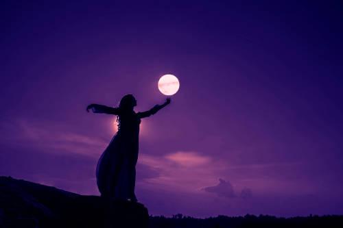 Superluna en Libra: descubre cómo nos afectará su energía