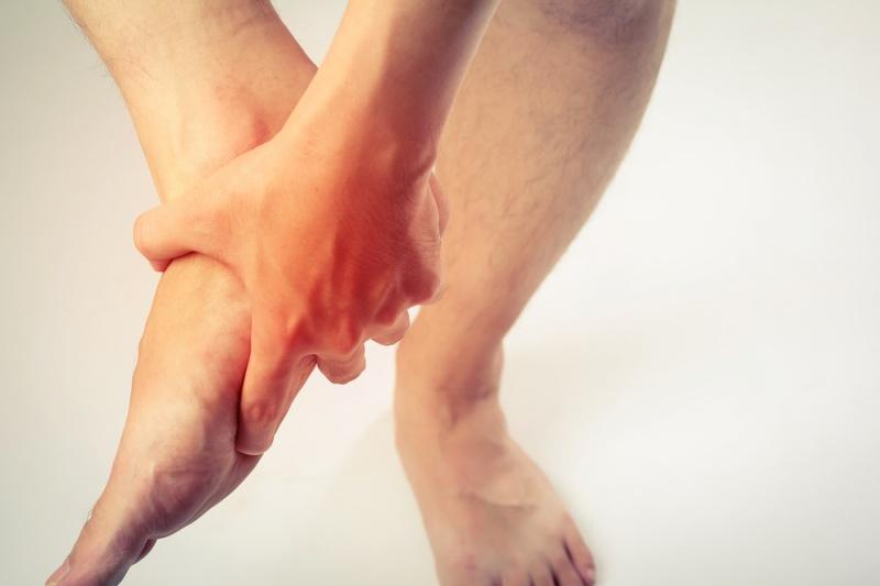 Dolor punzante en la parte delantera de la parte inferior de la pierna