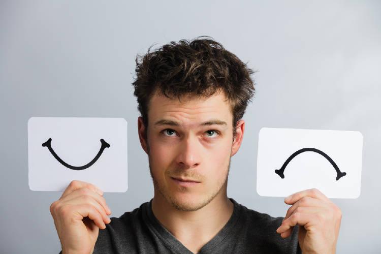 hombre feliz infeliz