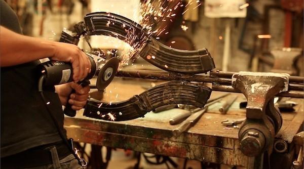 transforman armas en instrumentos musicales