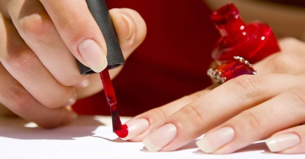 Por qué darle al menos 2 semanas de vacaciones al esmalte de uñas