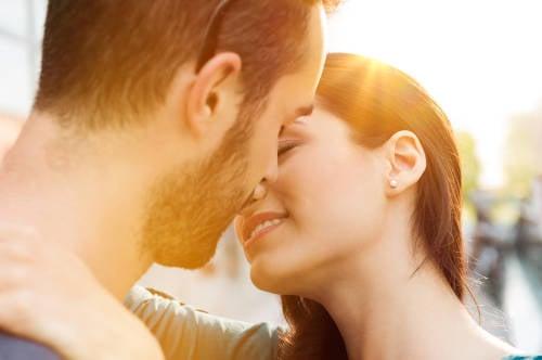 Un estudio explica por qué besamos con los ojos cerrados