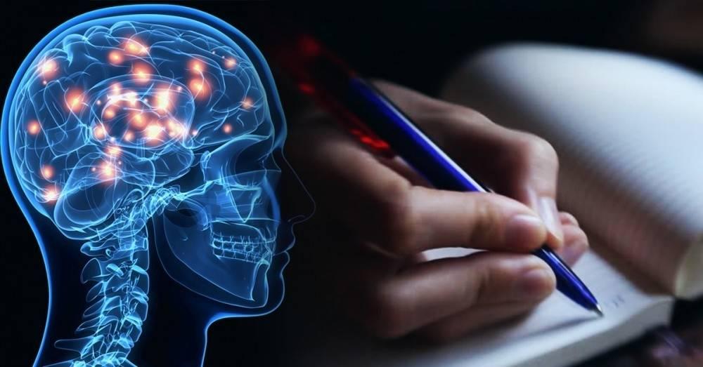 Quienes escriben a mano son más inteligentes: esto pasa en el cerebro cuando ..
