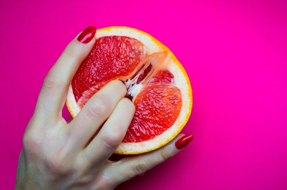 Fruta dentro del coño