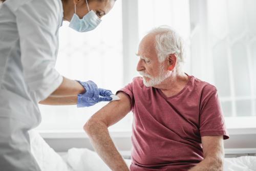 Reino Unido pide a alérgicos severos evitar la vacuna de Pfizer/BioNTech tras una reacción en dos pacientes