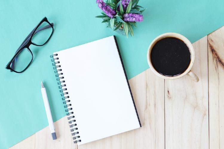 cuaderno cafe anteojos