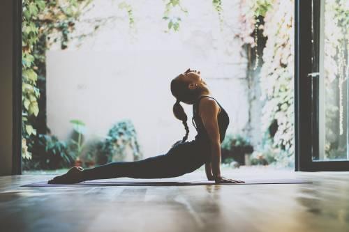 Practica Yoga en casa con estas 25 posturas