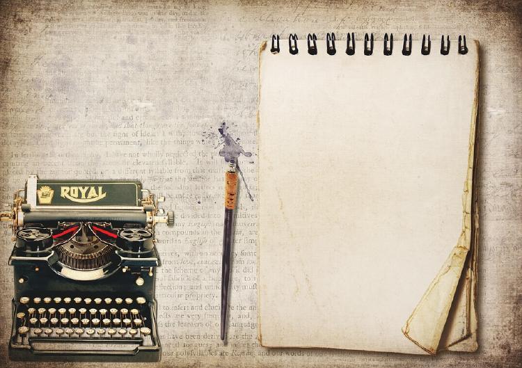 Papel máquina de escribir y lápiz