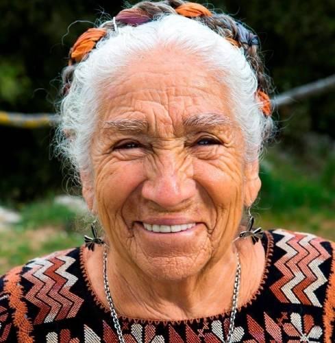 Una abuela que lleva un mensaje ancestral de amor y esperanza a toda Latinoam