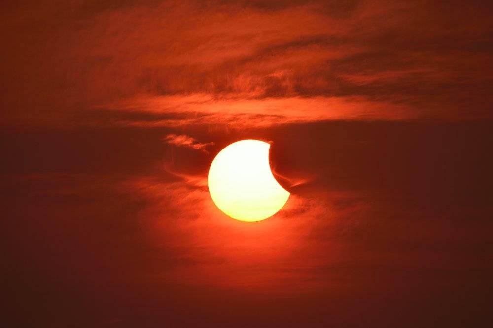Ritual de limpieza karmática para hacer durante el eclipse parcial de hoy