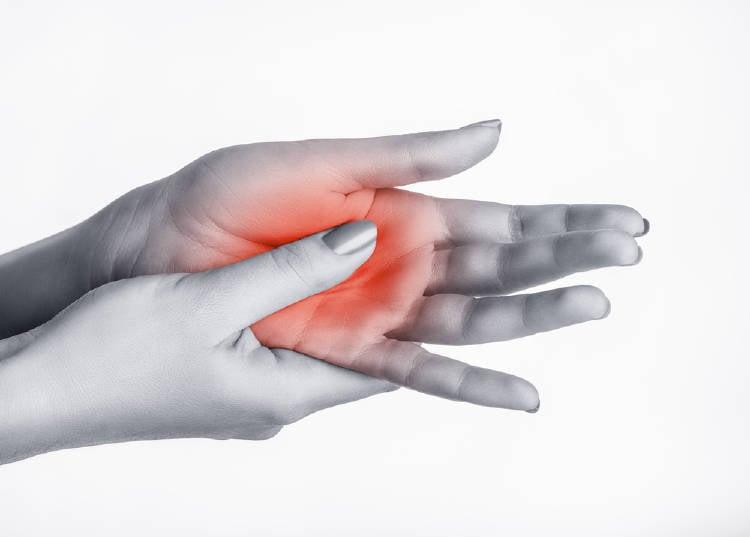 palma de la mano colorada