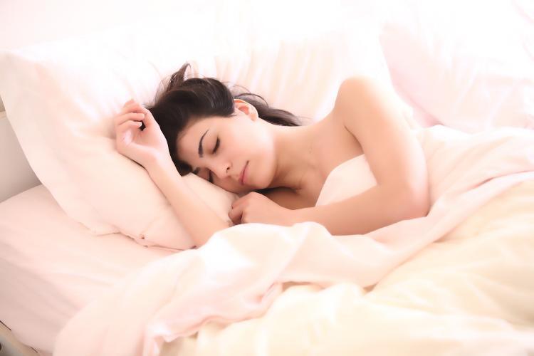 porque se duermen las manos al dormir