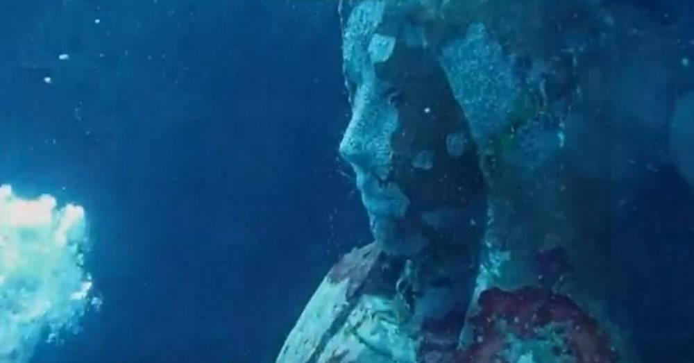 Ésta es la heroica razón por la que la Virgen María está bajo el mar en Fi..