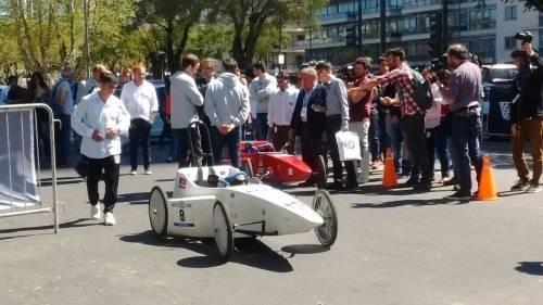 Más de 1000 jóvenes construirán sus propios autos para competir en una carr..