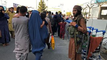 Un influencer de Instagram financió la operación de rescate de más de 350 personas en Kabul
