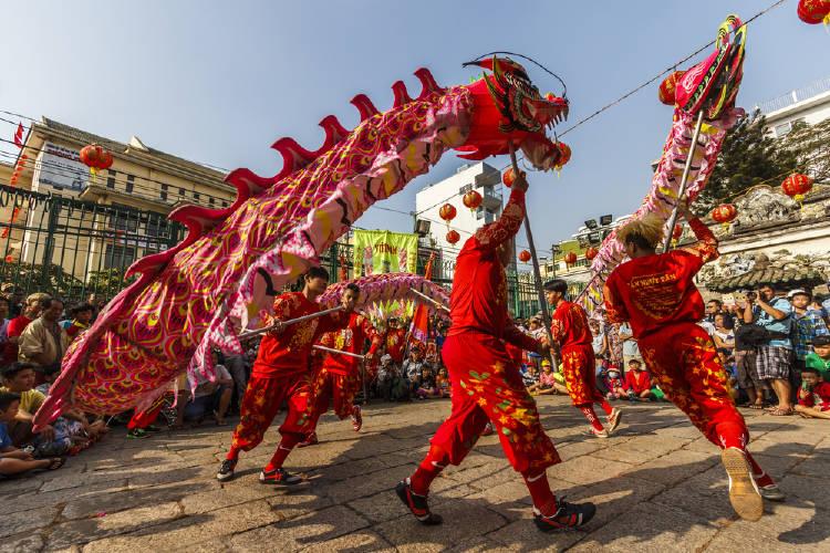 desfile del dragon, celebrcion tipica del año nuevo chino